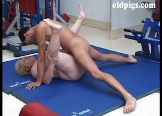 Seduced BBW mature is sucking in the gym