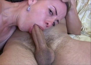 Beautiful MILF shows her amazing skills